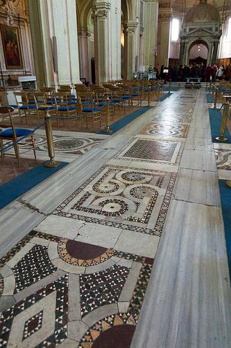 La magnificenza della pavimentazione della Basilica dei Santi Bonifacio e Alessio