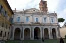 Entrata alla Basilica dei Santi Bonifacio e Alessio