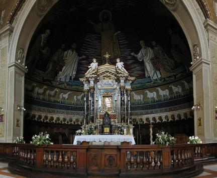Altare della Basilica dei Santi Cosma e Damiano