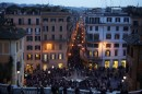 Via Condotti di notte vista dalla scalinata di Piazza di Spagna