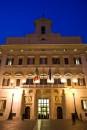 Palazzo Montecitorio di notte