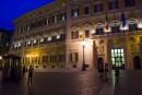 SI accendono le luci del Palazzo nella notte romana