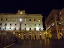 Una Piazza di Roma su cui si affacciano storici Palazzi