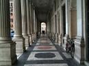 Particolare delle arcate in Piazza Colonna