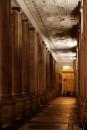 Riflessi sotto il colonnato