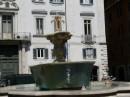 Edicola e Bar in un angolo di Piazza Farnese