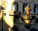 Il Giglio stemma dei Farnese sulla fontana