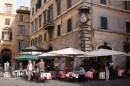 Una delle fontane di Piazza Farnese
