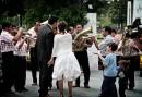 Una banda musicale festegglia gli sposi
