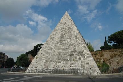 Piramide Cestia quartiere Ostiense