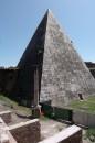 Un angolo della Piramide Cestia