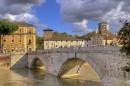 Il Ponte Cestio collega l'Isola a Trastevere