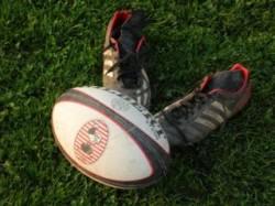 pallone e scarpini rugby