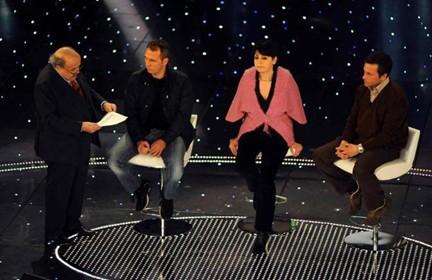 Sanremo 2010: Costanzo intervista tre operai Fiat