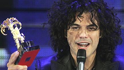 Francesco Renga trionfa a Sanremo 2005