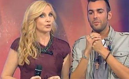 Lorella Cuccarini e Marco Mengoni durante una puntata di Domenica In ... onda