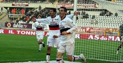 L'esultanza del crotonese Petrilli dopo il primo gol