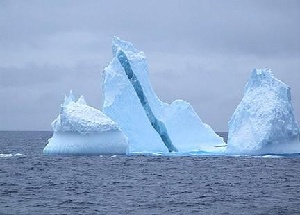 tre_ iceberg