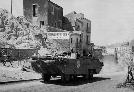 DUKW a Porto Empedocle, 1943
