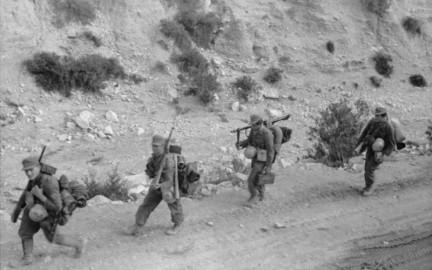 Soldati tedeschi in marcia, Tunisia 1943