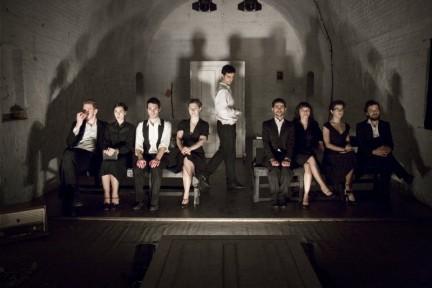 Foto di gruppo in un interno - Lisa Ferlazzo Natoli