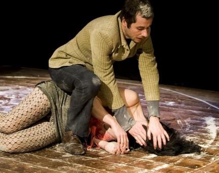 Brucia : le immagini dello spettacolo di Isola Teatro