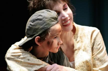 L'anima buona del Sezuan con Mariangela Melato nelle foto di Marcello Norberth