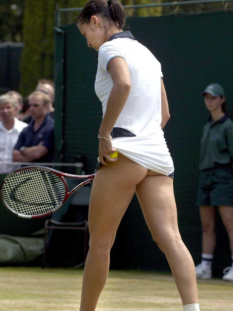 Фото под юбкой тенисисток 10 фотография
