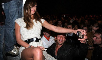 Belen Rodriguez e Fabrizio Corona osannati al Meridiana