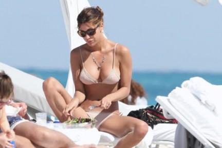 Belen Rodriguez in Bikini a Miami senza Fabrizio Corona