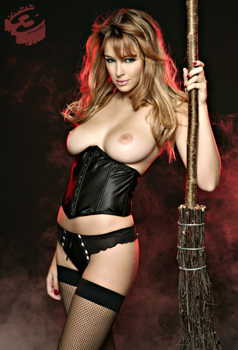 Keeley Hazell strega sexy,