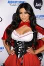 Kim Kardashian Cappuccetto Rosso per Halloween