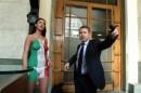Laura Perego si Spoglia Davanti alla Borsa!