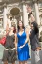 Manuela Arcuri dea della fortuna a Fontana di Trevi