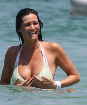 Manuela Arcuri in Bikini lascia tutti senza fiato