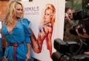 Pamela Anderson sezionata per la PETA