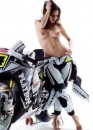 Playboy sale in sella del Moto GP
