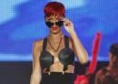 Rihanna nuovo look capelli rosso fuoco