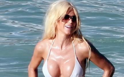 Victoria Silvstedt Bikini Sensazionale per cominciare il 2010