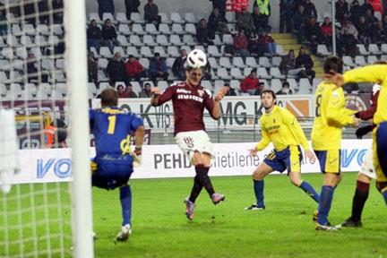 D'Ambrosio ha appena colpito di testa il pallone de. definitivo 3-2