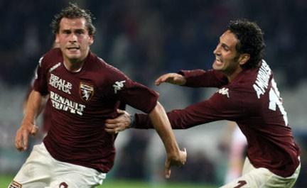 Sa�¼mel esulta dopo il gol al Palermo: �¨ l'8 novembre 2008