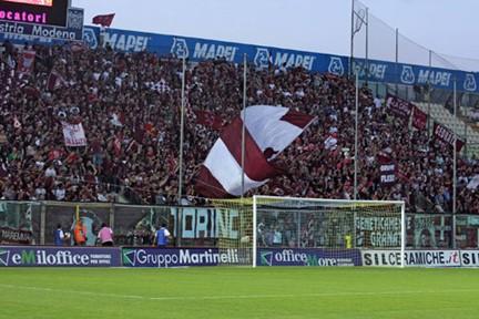 Il colpo d'occhio dei tifosi granata a Modena: a Brescia non sarà così