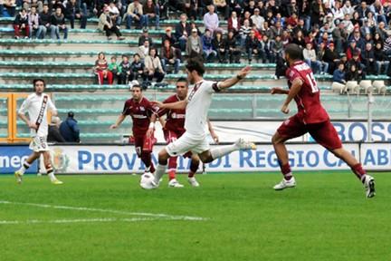 Rolando Bianchi realizza il gol del definitivo 1-1: è il 13' del primo tempo