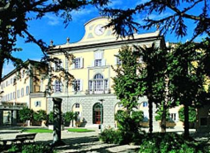 Facciata dei Bagni di Pisa a San Giuliano Terme