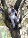 Kellan Lutz al parco con Kola e Kevin