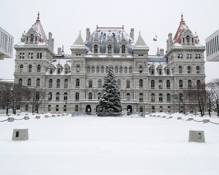 New York State Capitol in un giorno di neve