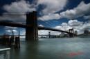 Il Brooklin Bridge in un giorno di pioggia