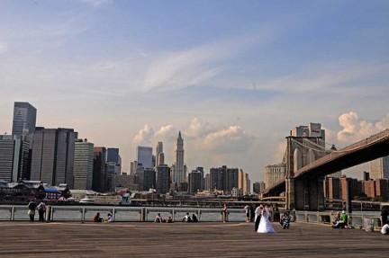 Sposi sotto il Brooklyn Bridge