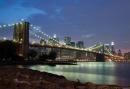 Scende la sera sul Brooklyn Bridge