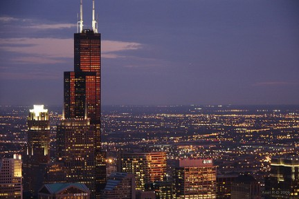 Willis Tower domina la notte di Chicago
